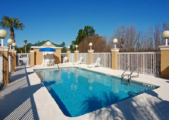 Baymont Inn and Suites Crestview: Outdoor Pool