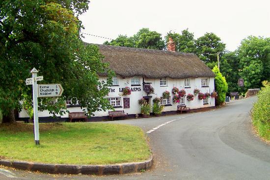 Lower Thornton Farm: Kenn village Inn