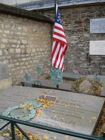 Pictus Cemetery (Cimetiere de Picpus)