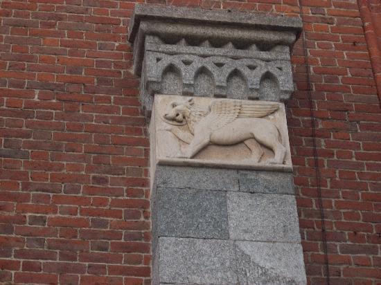 Latin Quarter- Complesso Ticinese/Navigli: particolare basilica san'eustorgio nel quartiere