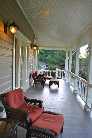 The Chanric Inn: front porch