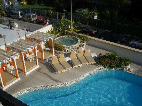 Yacht Boutique Hotel : The pool from our room