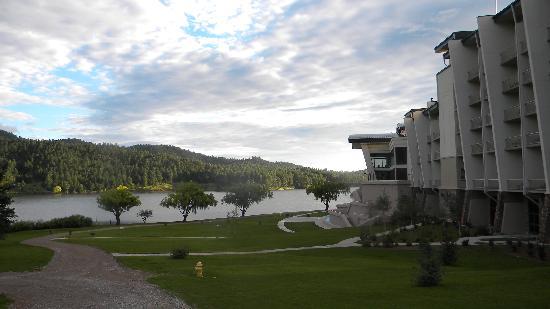 Inn of the Mountain Gods Resort & Casino: The Inn lakeside