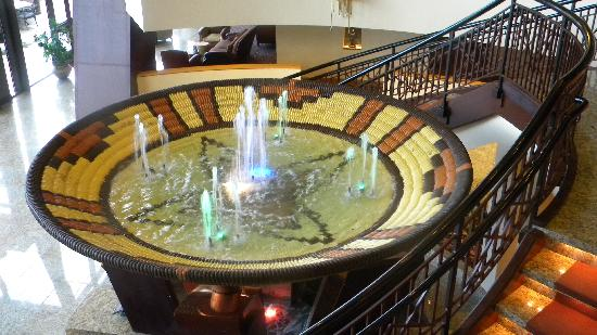Inn of the Mountain Gods Resort & Casino: Fountain in the lobby