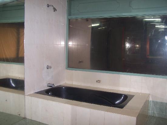 Hotel Pirarucú : el baño de la suite
