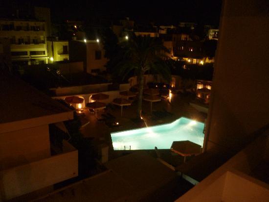Mitsis Petit Palais : The pool at night