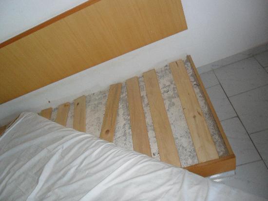 Aristo Apartments: SEATING /SLEEPING IN LOUNGE