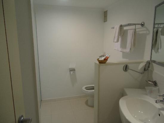 Illot Suites & Spa: Bathroom