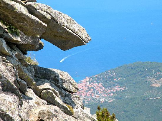 Marciana, Italië: vue sur le flanc nord