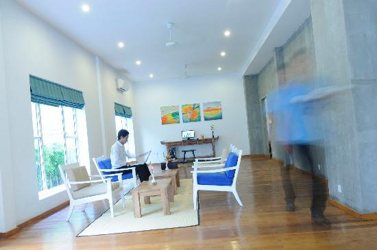 Frangipani Villa Hotel II: Lobby 1