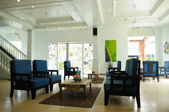 Frangipani Villa Hotel II: Lobby 2