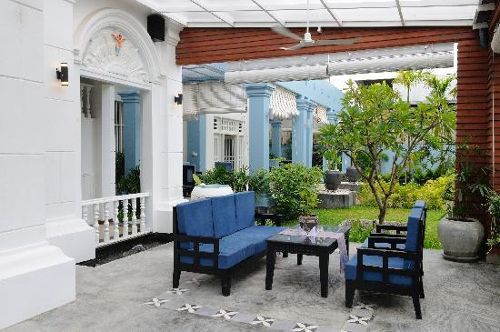 Frangipani Villa Hotel II: Balcony 1