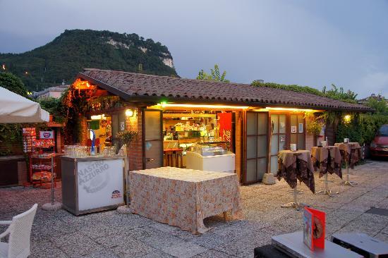 Hotel Villa Mulino: garden bar