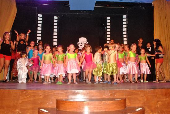 Club Med Cancun Yucatan: kids showcase! really great show!