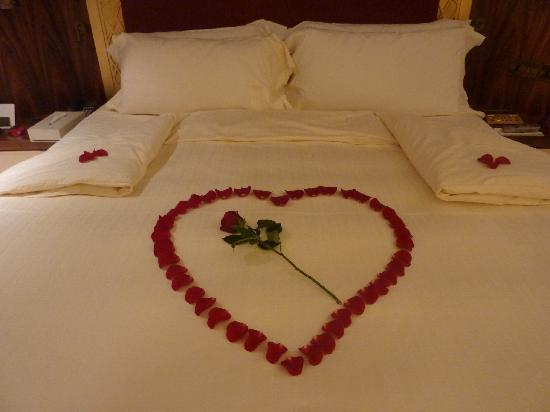 Raffles Dubai: Honeymoon decoration