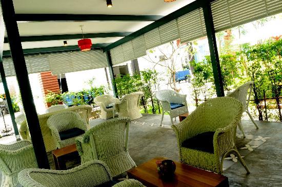 Frangipani Villa Hotel II: Cafe