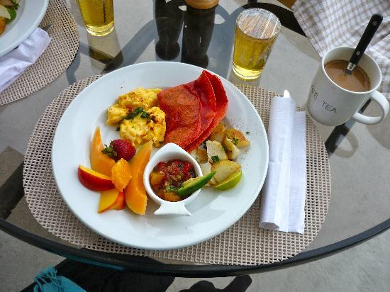 Brin de Soleil B&B: Breakfast!