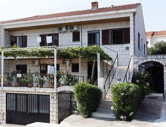 Milena's Apartments: The house