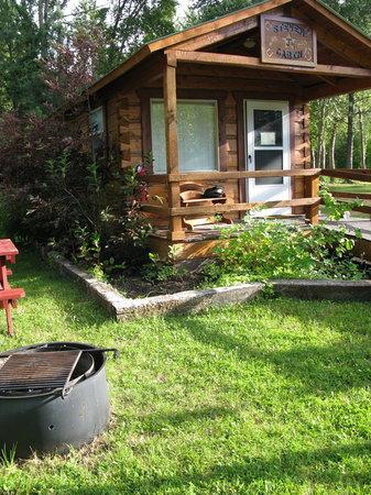 Turah RV Park: Sweet cabin.