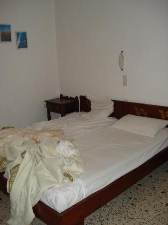 Andriani's Guest House: camas