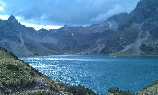 Hotel Arlberg Lech: The view after a walk around Lunersee