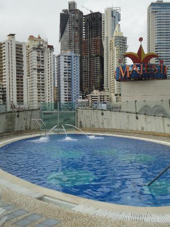 Radisson Decapolis Hotel Panama City: La pileta del hotel