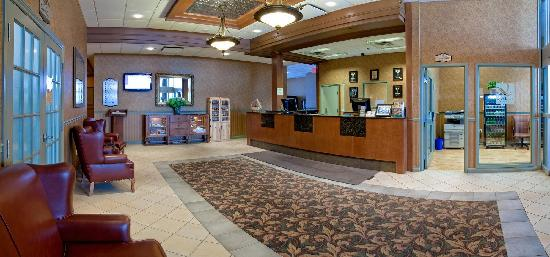 Quality Suites Drummondville: Lobby