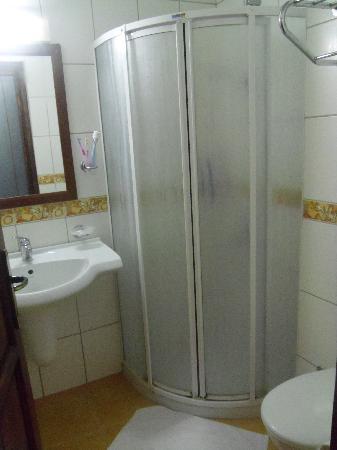 Hotel Karbelsun: bathroom