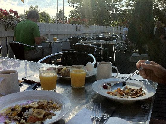 Mora Hotell & Spa: Utmärkt frukost på uteserveringen