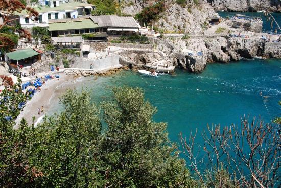 Nerano, Italia: Il ristorante e la baia