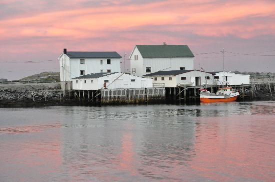 Eliassen Rorbuer: Le petit port d'Hamnoy vers minuit