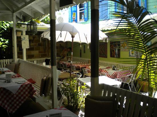 Cafe Bambula: Seating