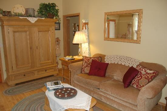 Alaska's Lake Lucille Bed & Breakfast: Our sitting room