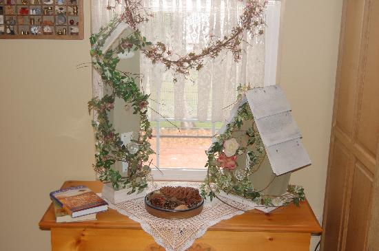 Alaska's Lake Lucille Bed & Breakfast: decorations in our sitting room