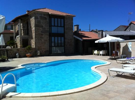 Casa do Ferreiro: the house and the swimming-pool area