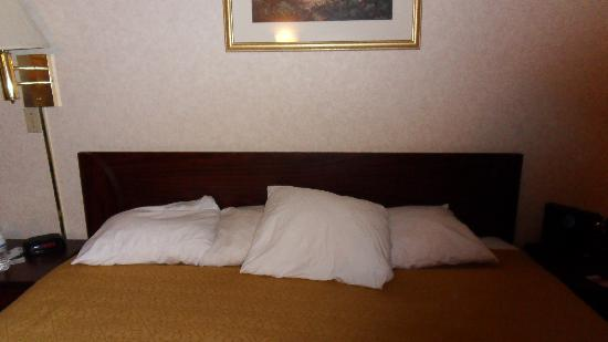 Quality Inn Central: this is what they call making the bed