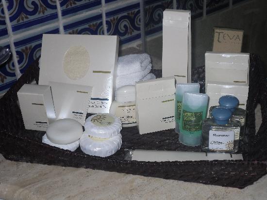 Luxury Bahia Principe Akumal Don Pablo Collection : Impressive array of toiletries in room