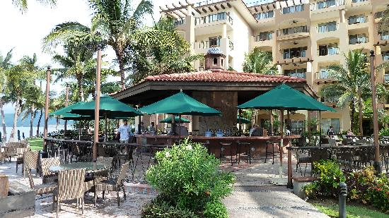 Villa del Palmar Flamingos Beach Resort & Spa Riviera Nayarit: poolside restaurant