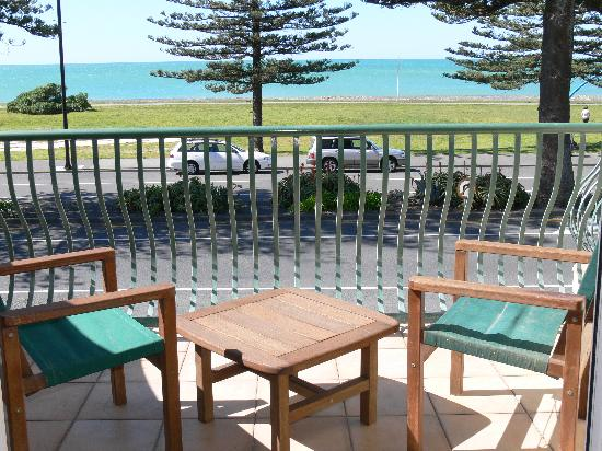 Beach Front Motel Napier : The lookout from our seaview rooms