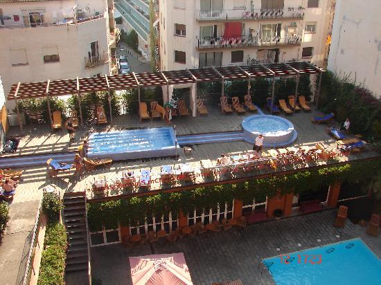 Alegria Plaza Paris: piscina 2
