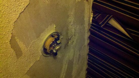Americas Best Value Inn: ceiling damage that destroyed light