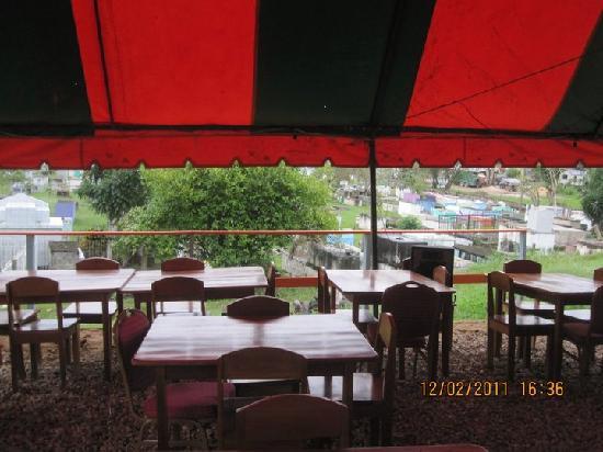 Meluchi's : Grave Yard Lounge
