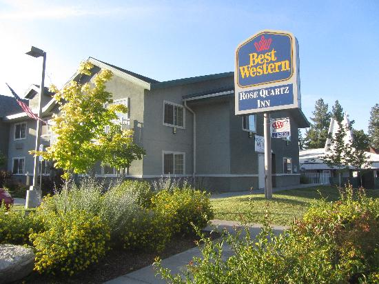 BEST WESTERN Rose Quartz Inn: Hotel Exterior