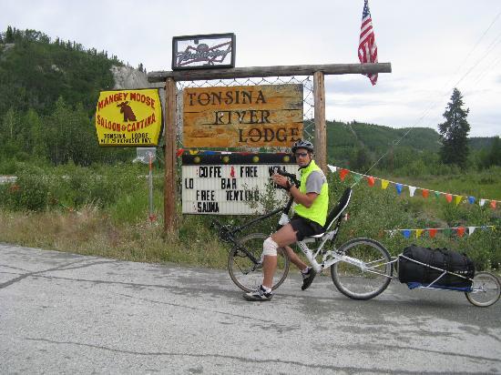 Tonsina River Lodge Restaurant: Turn HERE!