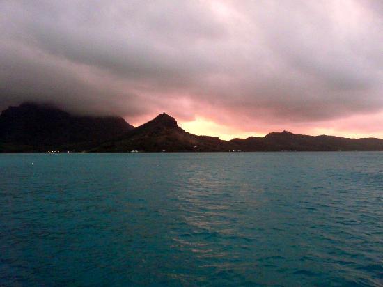 Four Seasons Resort Bora Bora: Sunset from our deck