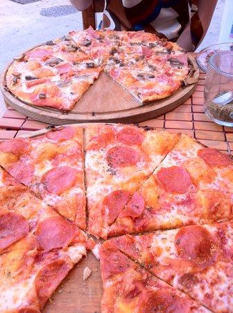 Tropical Pomodoro: mmmm...pizza