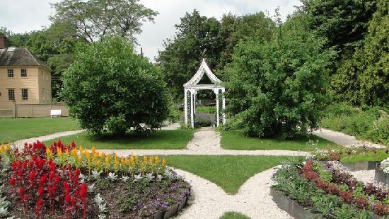 Strawbery Banke Museum : Gardens