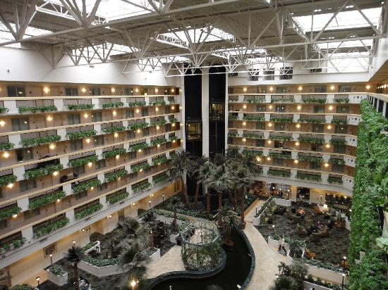 Embassy Suites by Hilton Las Vegas: Central atrium