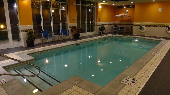 Holiday Inn - Gwinnett Center: Indoor swimming pool