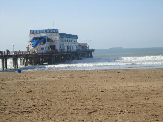 Mar del Plata, Argentina: 10- Playa Popular ,muelle Club de Pescadores